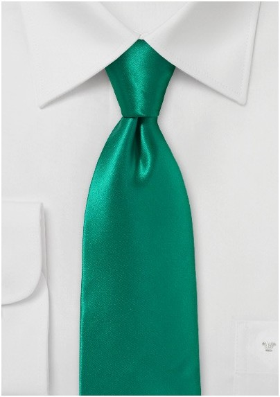 Striking Emerald Necktie in Pure Silk with Modern Cut