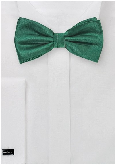 Classic Bow Tie in Hunter Green