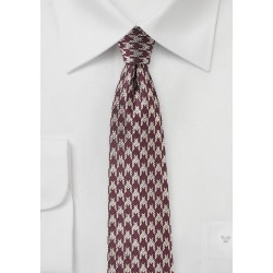 Slim Cut Houndstooth Tie in Burgundy